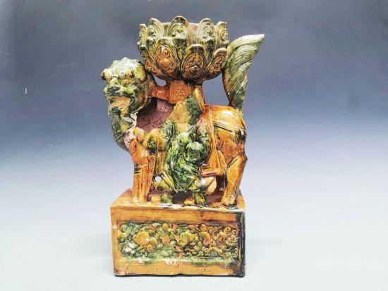 济南发现从战国至清代84座古墓 出土罕见黄绿釉狮坐莲花灯