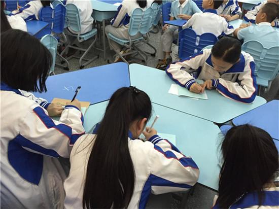 成都中学开展国学经典诵读活动